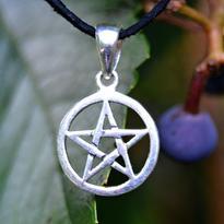Amulet Pentagram malý v kruhu, postříbřený