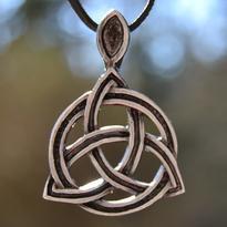 Amulet Triquetra