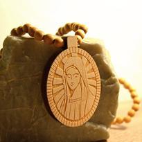 """Náhrdelník """"Panna Maria"""" dřevěný"""