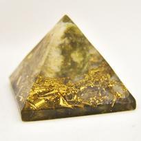 Orgonitová pyramida 5 cm, zlatá - serpentin