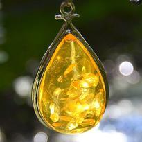 Přívěsek Jantar rekonstruovaný - zlatá kapka