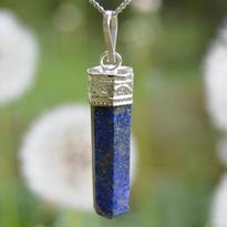 Přívěsek Lapis lazuli hranol v postříbřeném kovu