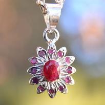 Přívěsek rubínový Květ, stříbro Ag 925