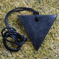 Přívěsek šungit Trojúhelník