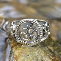 Prsten Óm velký, stříbro Ag 925/1000 vel. 56