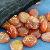 Runové kameny - karneol, se sametovým sáčkem
