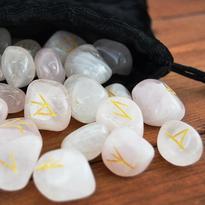 Runové kameny - růženín, se sametovým sáčkem