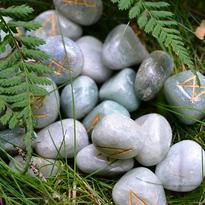 Runové kameny - zelený aventurín, v jutovém sáčku