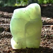 Skulptura z drahého kamene - Kalcit zelený 1,1 kg