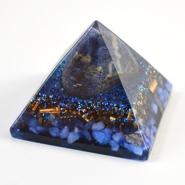 Orgonitová pyramida 5 cm, tmavě modrá