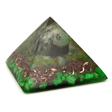 Orgonitová pyramida 5 cm, spiral - smaragd  - 1