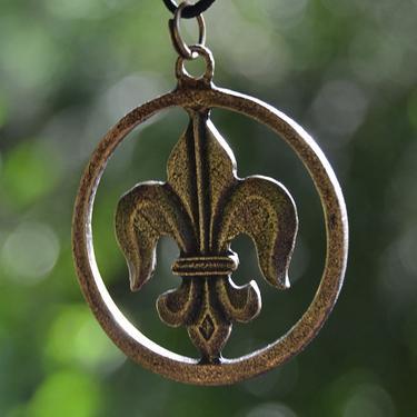 Amulet - Fleur de Lis v kruhu  - 2