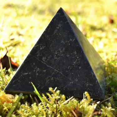 Pyramida Serpentin, 8 cm  - 3