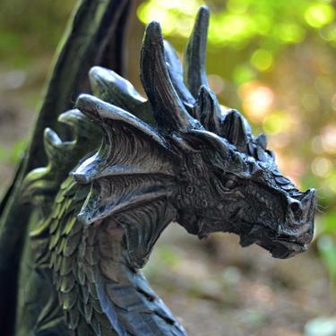 Socha exclusive mytology Černý drak Strážce 37 cm  - 3